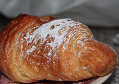 Leckeres Frühstückscroissant